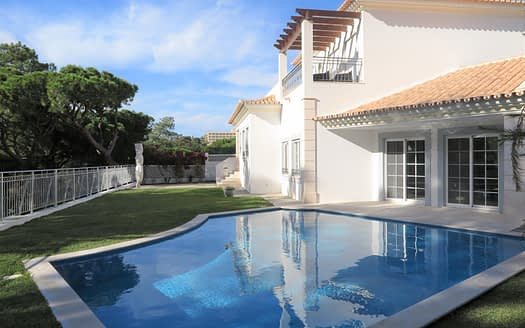 Stunning South Facing 4 Bedroom Villa with pool in Vale do Garrão!